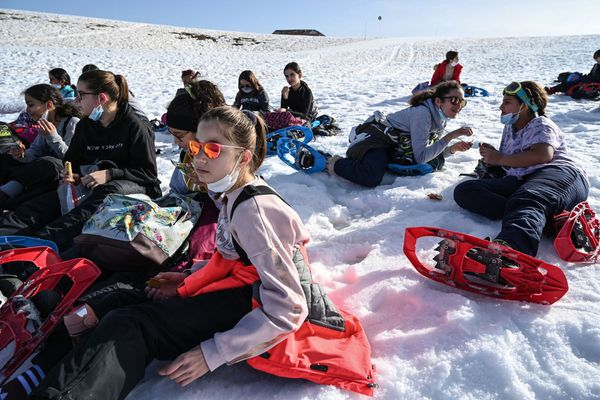 Dans ce collège de la banlieue d'Annecy, en Haute-Savoie, les cours de sport en montagne sont traditionnellement réservés aux classes de 5e.Cette année, les agendas ont été aménagés pour que les autres en profitent