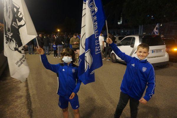 Le Sporting retrouve le football professionnel, une compétition que Benjamin et Mika n'avaient jamais connue.