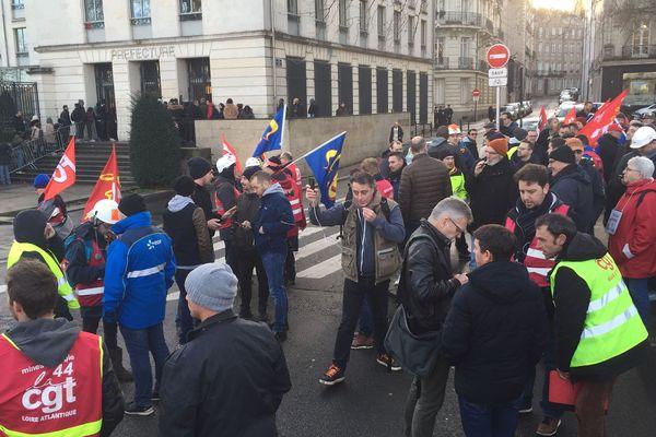 les salariés en grève entendaient interpeller la représentante du gouvernement