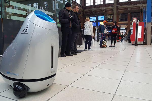 Le petit robot était testé ce lundi matin à la gare Lille-Flandres.