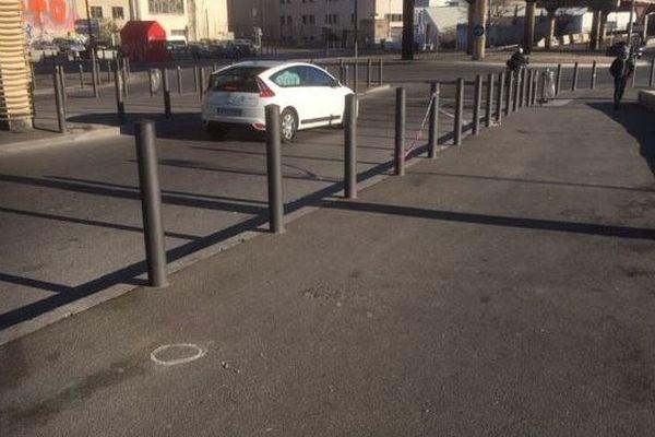 Marseille (15e) : un homme a été abattu à la kalachnikov au volant de sa voiture, dans la nuit de lundi à mardi.