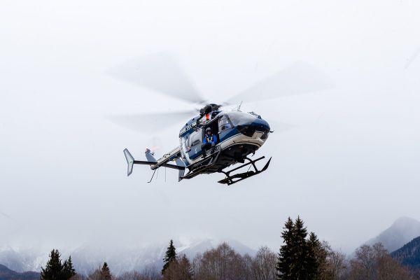 Un hélicoptère du PGHM a été mobilisé pour rechercher les deux éleveurs. archives.