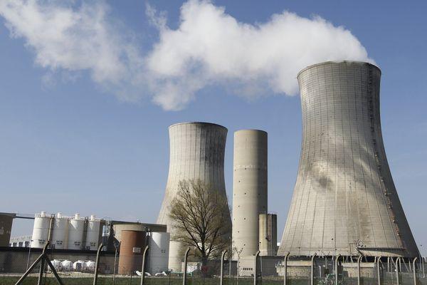 La centrale du Tricastin sera-t-elle remplacée par un EPR nouvelle génération ? Les opposants au nucléaire le refuse