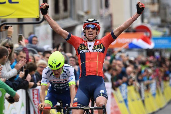 Le belge Dylans Teuns emporte la 2ème étape du Critérium du Dauphiné, lundi 10 juin, à Craponne-sur-Arzon (Haute-Loire)
