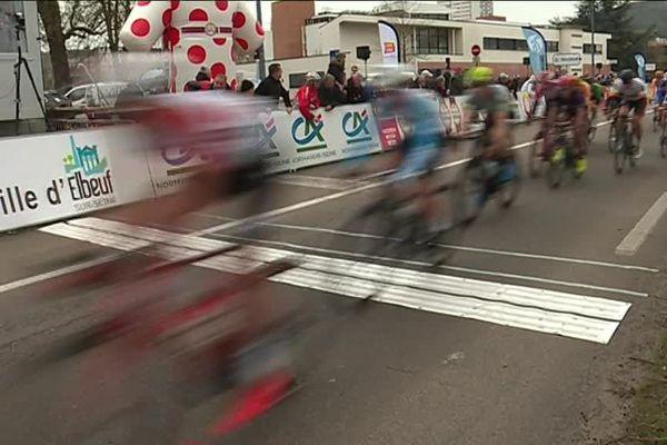 Mercredi 27 mars 2019_la ligne d'arrivée de la 3e étape du Tour de Normandie cycliste à Elbeuf