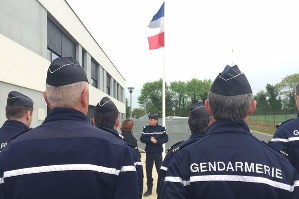 Hommage à Xavier Jugelé ce matin à la caserne de gendarmerie de Saint-Jean d'Angély où il a été affecté pendant 5 ans.