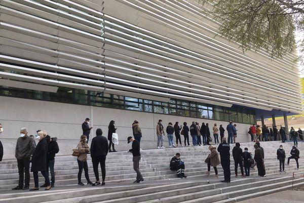 Dépistage du coronavirus à l'IHU de Marseille, dimanche 22 mars