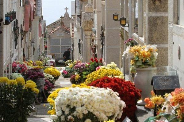 Illustration / Comme ici, au cimetière d'Ajaccio, route des Sanguinaires, les proches des défunts pourront se recueillir sur la tombe du défunt, pour lui rendre un dernier hommage, mais il faudra patienter...Les enterrements se font dans la plus stricte intimité.