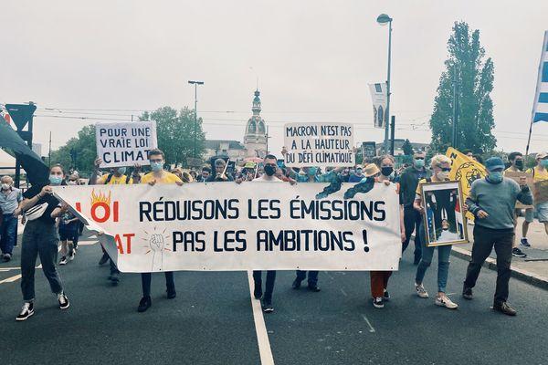 Entre 1750 et 2000 personnes ont marcher pour le climat à Nantes, dimanche 8 mai 2021.