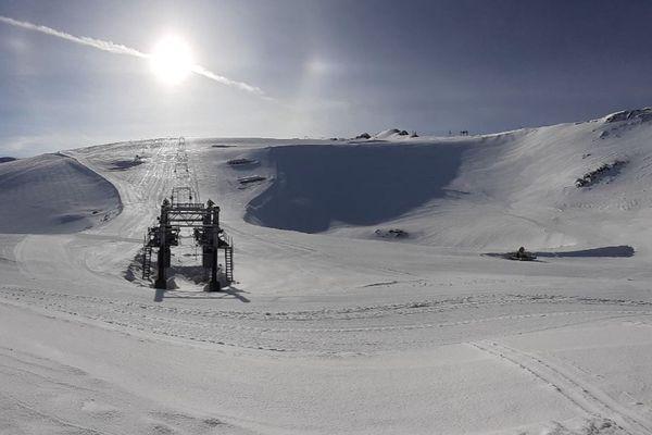 3 mètres 10 de neige, soit 50 cm de mieux que l'année dernière au mois de mai : le dôme de la Lauze a bonne figure ce printemps.