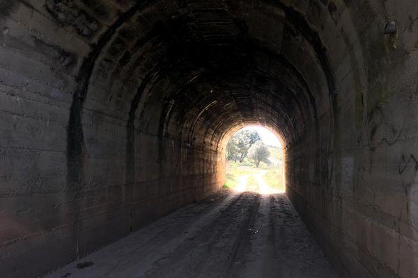 Le tunnel, proche de la route d'Anduze, dans lequel a été retrouvé le corps calciné de Badre Fakir - avril 2021.