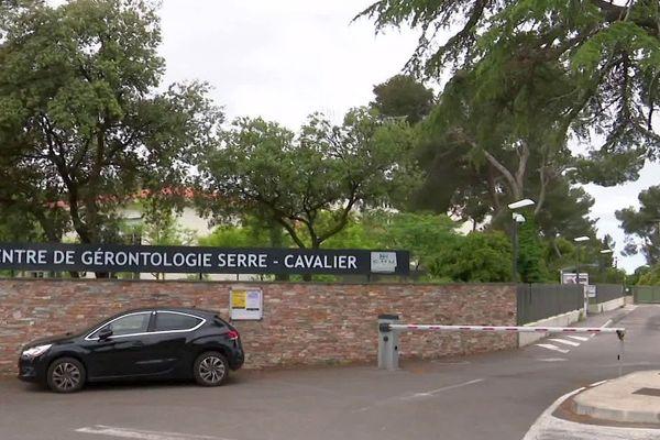 Nîmes - le centre de gérontologie Serre-Cavalier du CHU Carémeau - mai 2020.