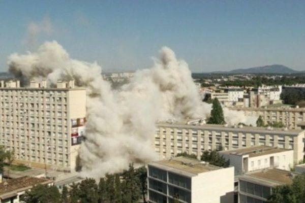L'implosion de la tour H quartier du Petit Bard à Montpellier, le 14 avril 2014 à 11 h 21 en direct sur le site internet de France 3 Languedoc-Roussillon