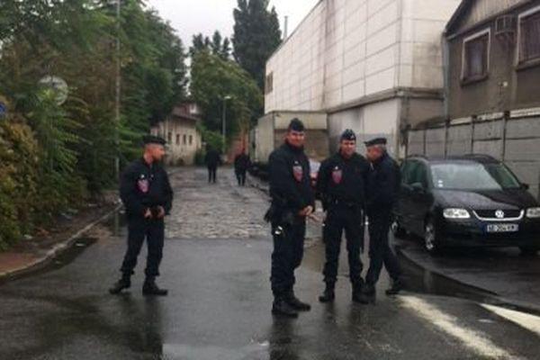 Les forces de l'ordre ont procédé à l'évacuation d'un bidonville de La Courneuve, où logeaient quelque 80 familles.