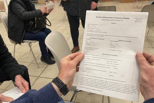 Un document remis à un patient après vaccination.