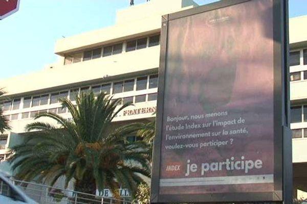 Une campagne d'affichage est lancée à Fos pour encourager les habitants à participer à l'étude sur les polluants.