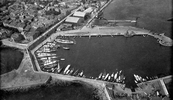 L'hydrobase du port d'Antibes en 1920.