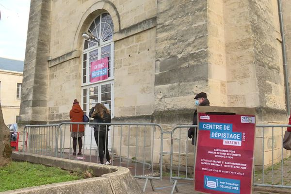 L'ancienne caserne militaire de Libourne, actuellement utilisée comme centre de dépistage, deviendra l'un ces premiers centre de vaccination de Nouvelle-Aquitaine extérieur à un hôpital.