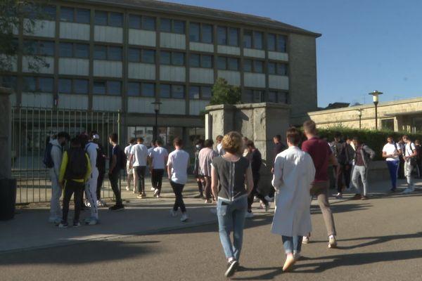 lycée jean Jaurès Rennes Retour en cours après la pause de 10 heures