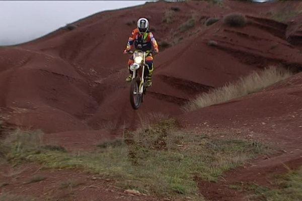 Le pilote moto aveyronnais Loïc Minaudier à l'entraînement