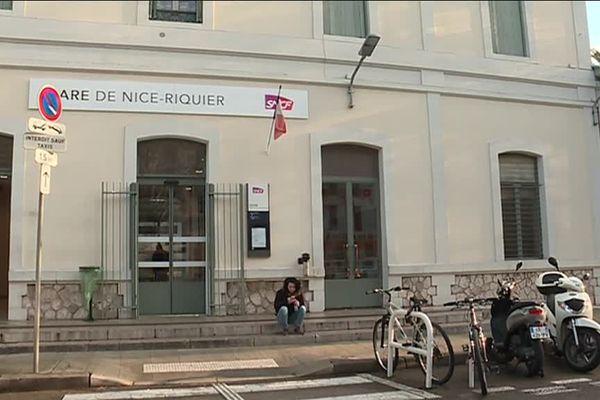 La gare de Riquier est la deuxième gare de Nice avec celle de Nice-Ville.