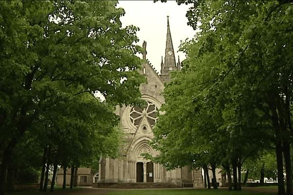 Le sanctuaire Notre-Dame de Mont-Roland, haut lieu de pèlerinage depuis le XIe siècle, est situé à Jouhe, dans le Jura.