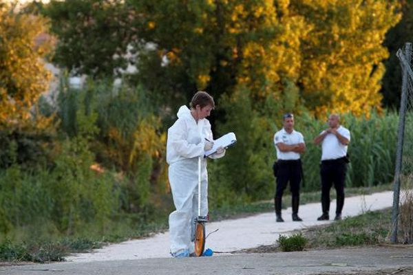 La police scientifique dans le parc Maillol de Perpignan le 25 août 2015