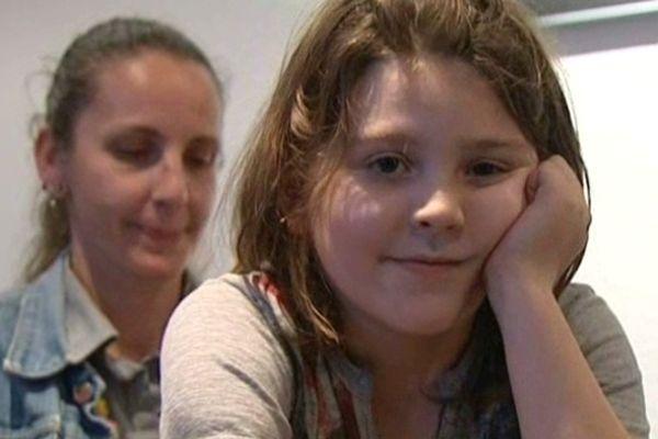 Julie Gayrard 37 ans et son fils Gabriel, 2 ans et demi au moment des faits, il a subi plusieurs interventions chirurgicales très lourdes - 8 avril 2013.