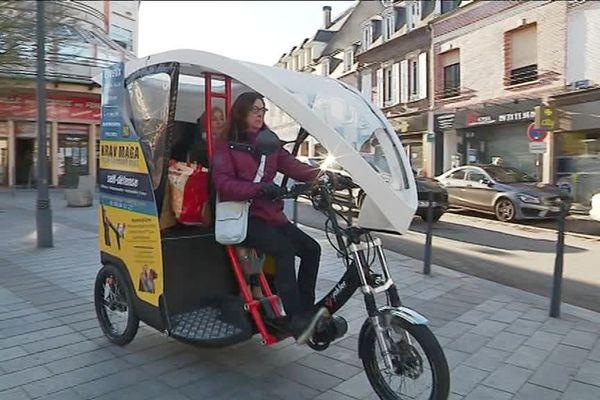 A Evreux, des particuliers et des entreprises ont fait des dons pour permettre au vélo-taxi de reprendre son activité