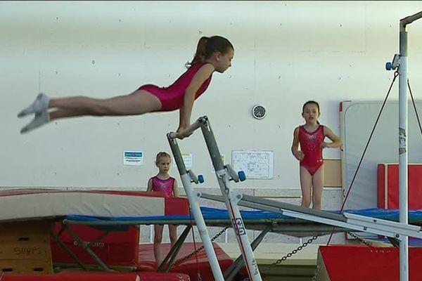 De jeunes gymnastes russes s'entraînent à Limoges