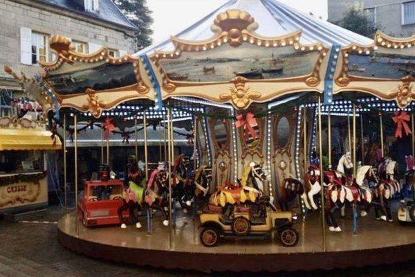 Le Carrousel d'Eugène Bébé Coignoux et sa femme dans le centre-ville de Brive.