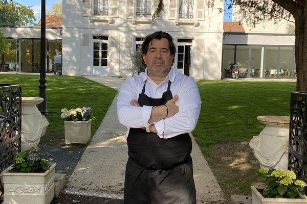 Jean-Paul Braga a investi 1,7 millions d'euros dans son restaurant gastronomique, Le Quai de Champagne, à Troyes. Six mois après son ouverture, privé de subventions, sa situation financière est très compliquée.