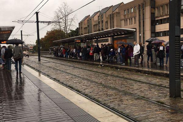 Rouen le mardi 24 septembre 2019 -  les clients de la TCAR en attente sur les quais de la station de tramway (métro) de Saint-Sever