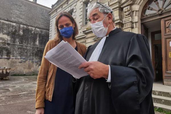 Jean-Philippe Magret, avocat du CIVB et Constance Duval Veron, avocate d'autres plaignant, lisent le jugement ce jeudi 25 février au tribunal de Libourne.