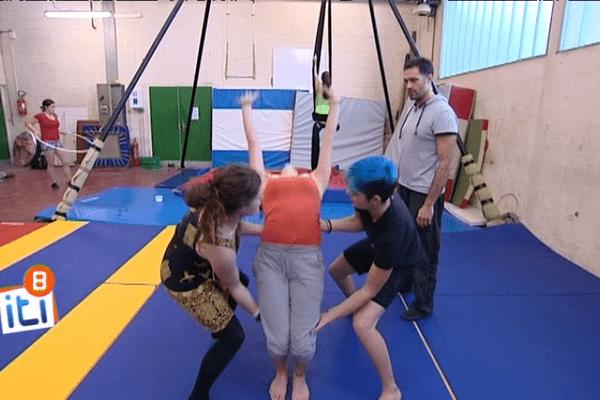 "Au lycée Joseph Savina, un option  ""Arts du cirque""."