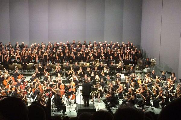 L'orchestre était dirigé par François-Xavier Roth
