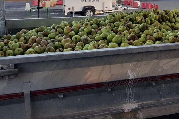 A Evron le pressoir itinérant va transformer des milliers de pomme en jus