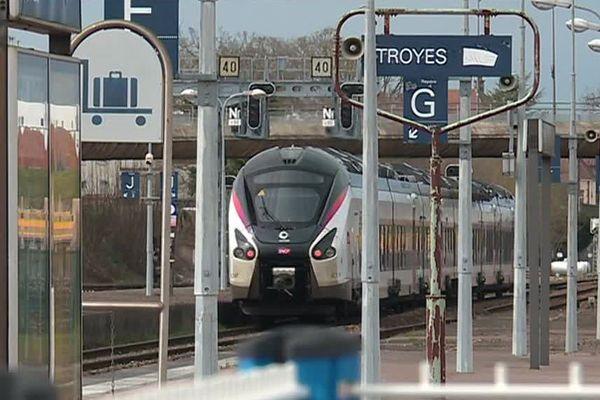 En TER, seul un aller-retour dans les deux sens est prévu entre Paris et Troyes. Sur les autres lignes régionales, des bus de substitution sont mis en place.