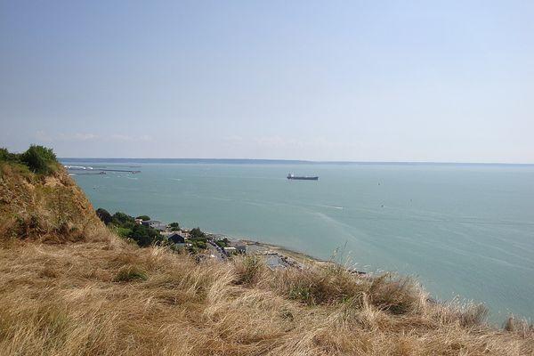 C'est sur ce site du Cap de la Hève, non loin du Havre, que la plus forte rafale de vent a été relevée hier LUNDI lors du passage de la perturbation : 109 km/h.