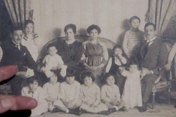 photo de famille d'Aristides et de son frère jumeau