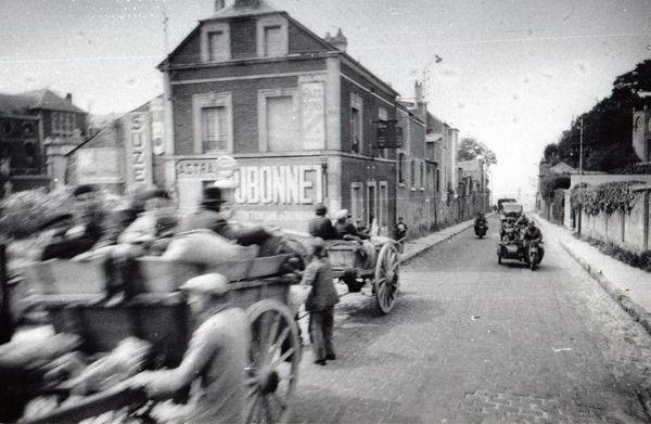 L'escorte conduisant Hitler à travers le Nord et le Pas-de-Calais ce 2 juin 1940.