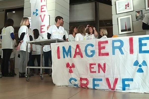 Perpignan - les personnels des services d'imagerie médicale et de médecine nucléaire en grève - 21 novembre 2019.