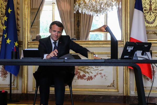 Emmanuel Macron dans son bureau - 21/04/2020