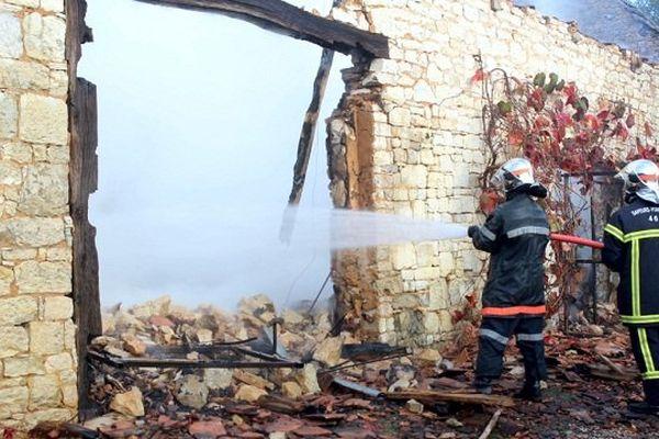 Une vingtaine de pompiers de Catus, Labastide-Murat et Cahors ont participé à l'intervention.