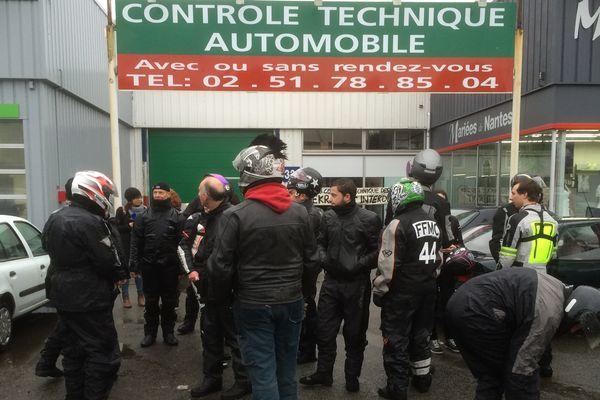 Les motards manifestent contre les contrôles techniques