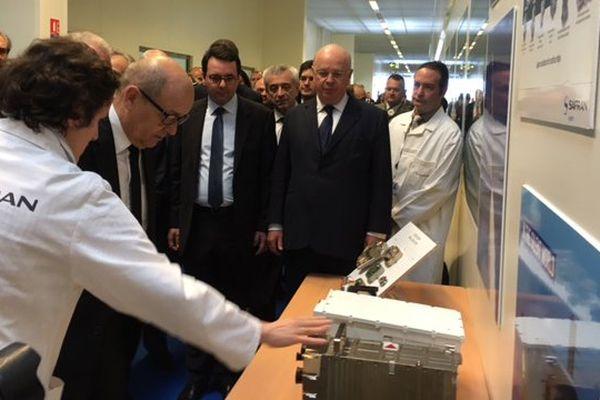Jean-Yves Le Drian visite le bâtiment Coriolis de l'entreprise de drones de Safran à Montluçon