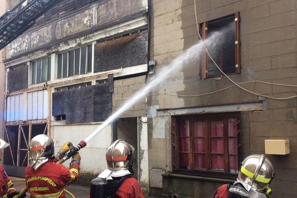 L'incendie a pris dans le centre de Saint-Junien, rue Camélinat