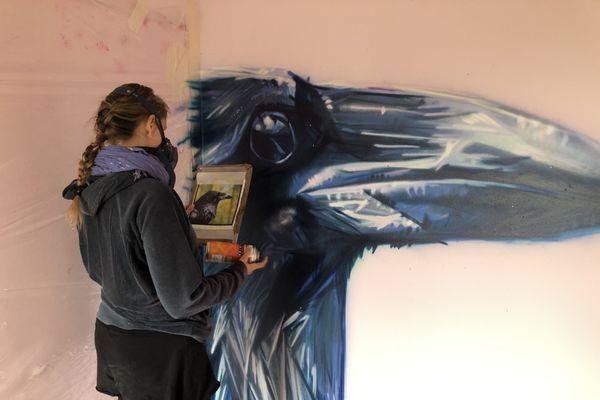 K.Yoô aime représenter des animaux totem, ici un corbeau.