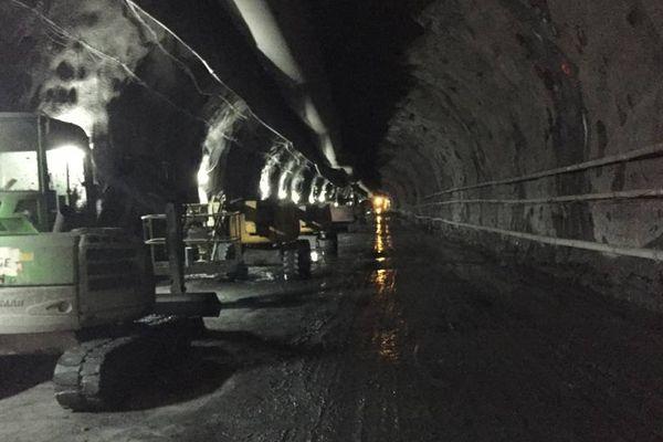 Après ces quelques derniers coups de pioche, le chantier du tunnel entre dans sa dernière partie, et pourrait s'achever d'ici quelques mois.