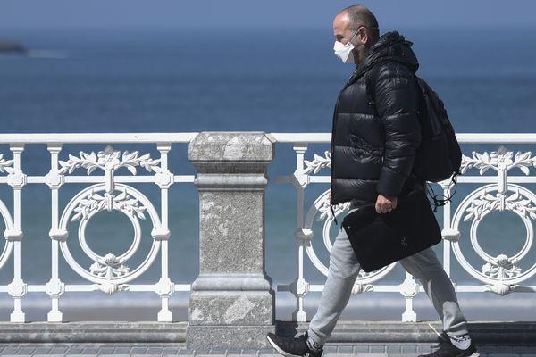 La baie de la Concha à Saint Sébastien au Pays basque espagnol le 24 mars 2020. On se protège du coronavirus dans ce pays qui compte 4089 morts officiels ( en date du 29 mars 2020 )